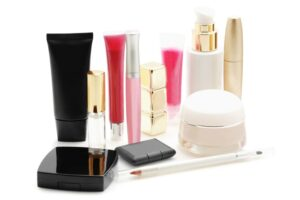 Here are some toxins to avoid in the beauty and cosmetic products.