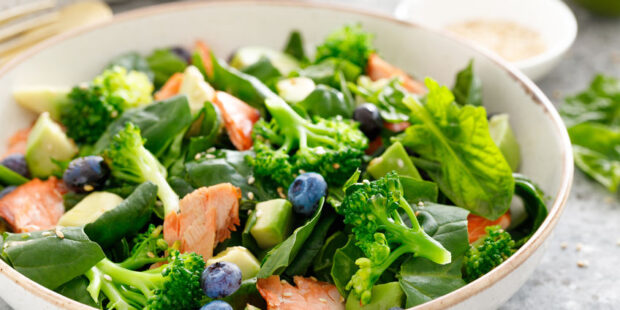 Try this easy recipe with grilled salmon salad with blueberries and mint